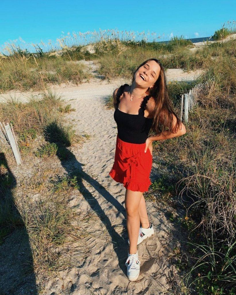 Chloe Schnapp Featured