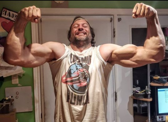 Devon Larratt showing his muscles