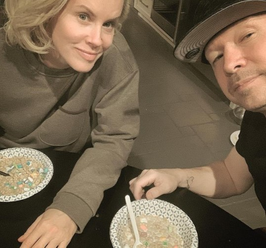 Donnie Wahlberg with wife