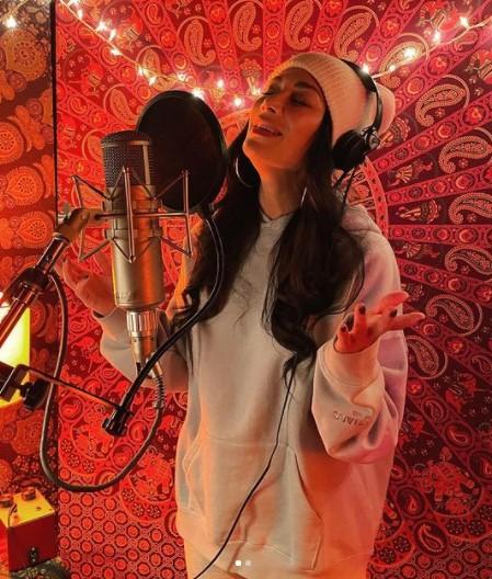 Nicole Scherzinger singing
